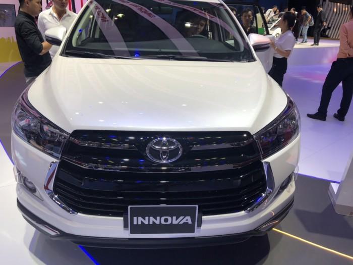 Toyota Innova 2.0 Ventuner Màu Trắng Ngọc Trai 2019 Mới