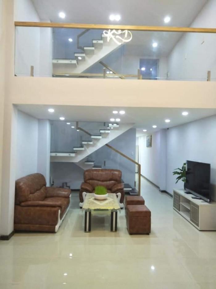 Nhà đẹp. Đào Duy Từ, P5, quận 10. 40m2, 2 lầu.