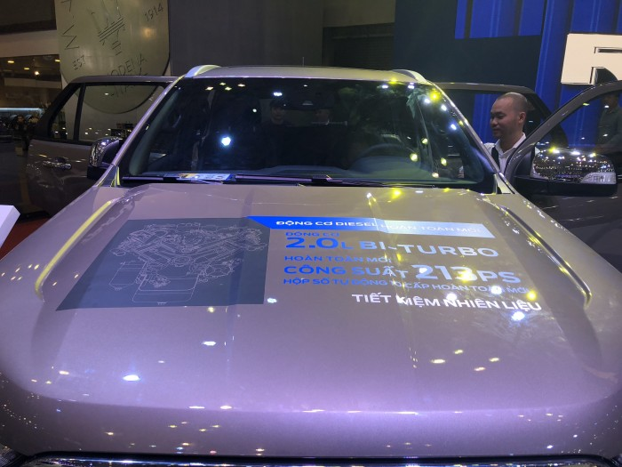 Mua trả góp xe Ford Everest 2.0L Bi-Turbo 2019 trả trước 300 triệu có xe ngay tại Ford Gia Định - Gọi ngay 0966877768 (Mr Hải 24/24)