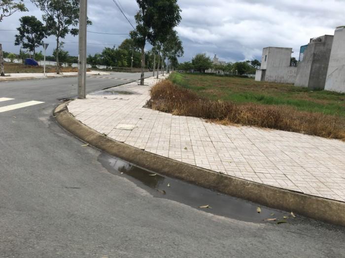 Chính chủ đất mặt tiền 18m, shr, khu dân cư sầm uất