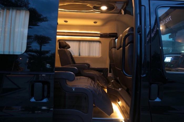 Giá xe Ford Transit Limousine S 2019 tốt nhất, trả trước 400 triệu là có xe giao ngay tại Ford Gia Định