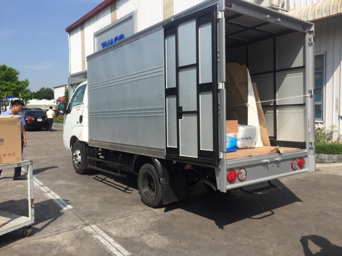 Bán xe tải k200 tải trọng thấp để vào phố phù hợp cho khách hàng là công ty 2