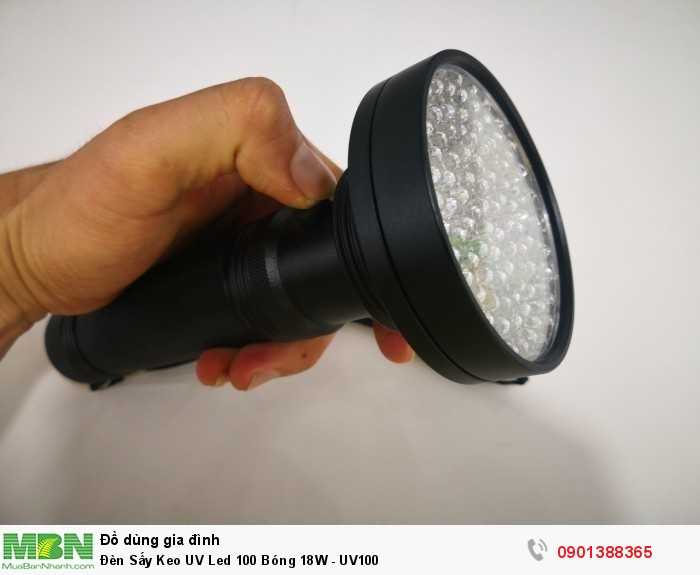 Đèn cấu tạo 100 bóng led ánh sáng cực tím siêu sáng, nút bấm on/off dễ dàng sử dụng.2