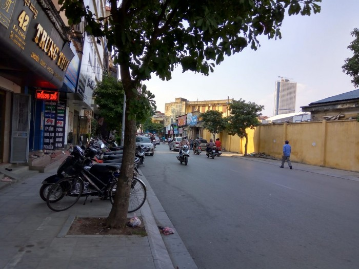 Bán nhà DT 65 m2 x 2,5 tầng hai mặt tiền 10 m x 6,5 m mặt phố 44 Bà Triệu Q.Hà Đông Hà Nội