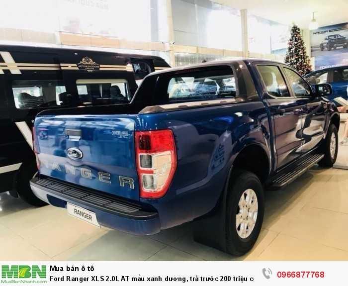 Đuôi bán tải Ford Ranger XLS 2.0L AT màu xanh dương, trả trước 200 triệu có xe giao ngay tại Ford Gia Định - Gọi ngay 0966877768 (MrHải 24/24)