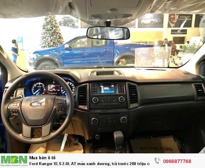 Vô lăng xe Ford Ranger XLS 2.0L AT màu xanh dương, trả trước 200 triệu có xe giao ngay tại Ford Gia Định - Gọi ngay 0966877768 (MrHải 24/24)