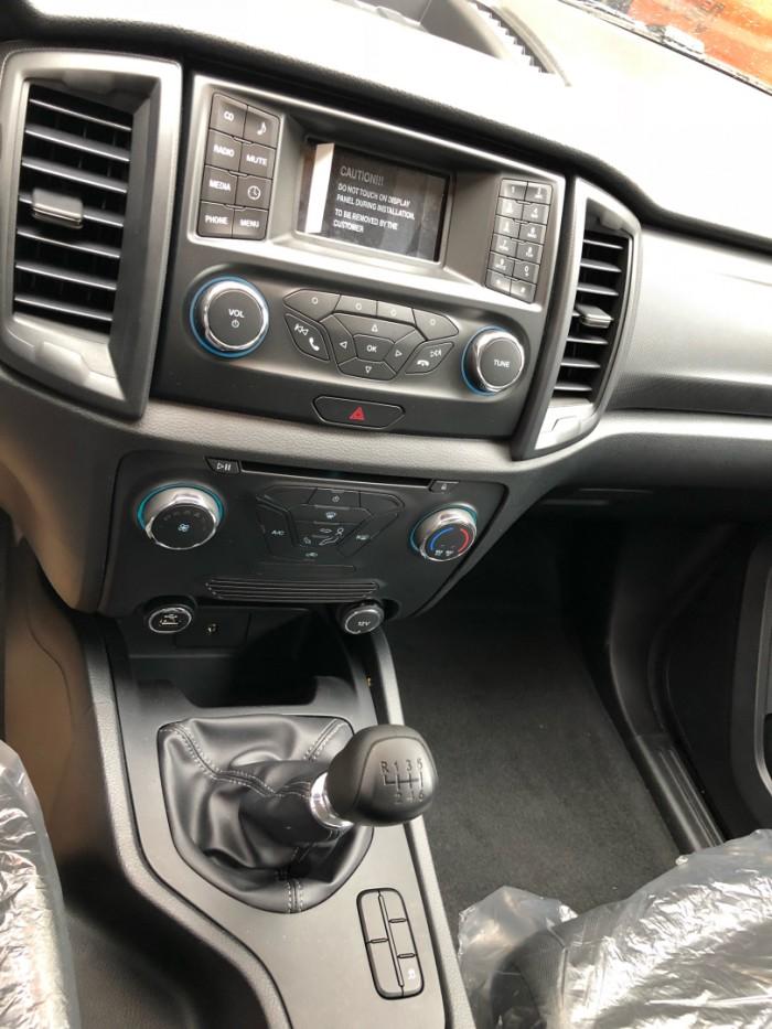 Ghế trước xe Ford Ranger XLS 2.0L số sàn trả trước 200 triệu giao luôn xe tại Ford Gia Định - Gọi 0966877768 (MrHải 24/24)