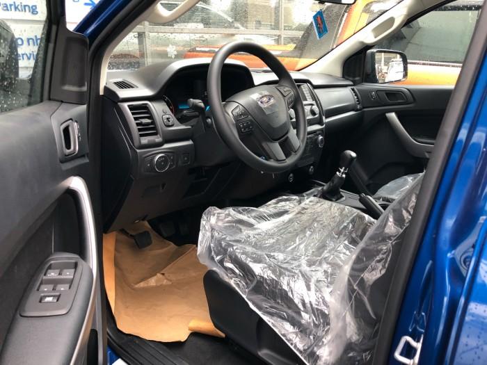 Mua trả góp xe Ford Ranger XLS 2.0L số sàn trả trước 200 triệu giao luôn xe tại Ford Gia Định - Gọi 0966877768 (MrHải 24/24)
