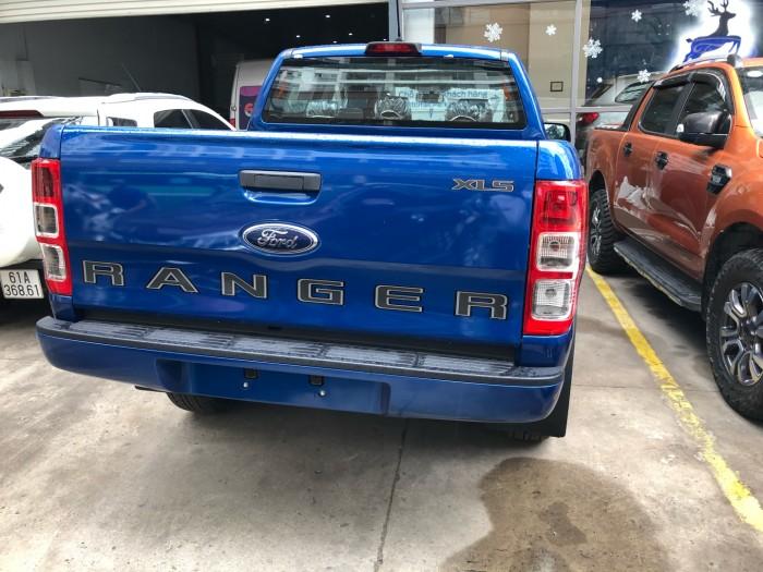Đuôi xe Ford Ranger XLS 2.0L số sàn trả trước 200 triệu giao luôn xe tại Ford Gia Định - Gọi 0966877768 (MrHải 24/24)