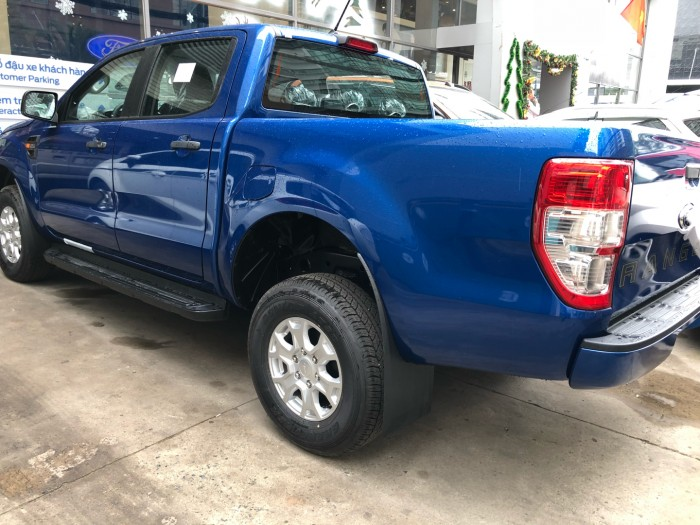 Ford Ranger XLS 2.0L số sàn trả trước 200 triệu giao luôn xe tại Ford Gia Định - Gọi 0966877768 (MrHải 24/24)