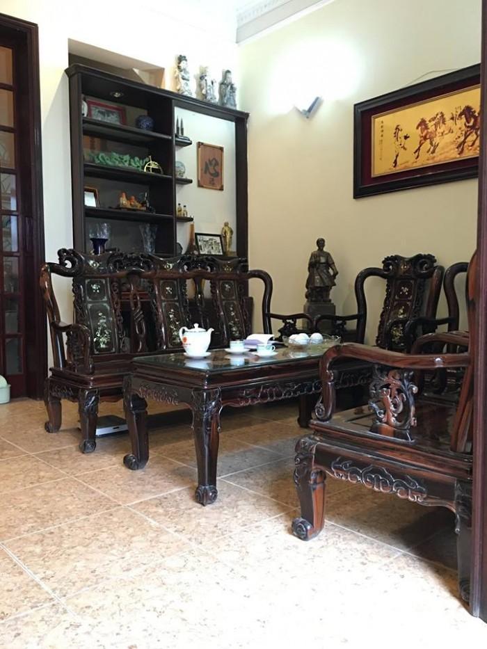 Bán gấp nhà mặt Phố Hào Nam, quận Đống Đa, kinh doanh sầm uất, vỉa hè rộng