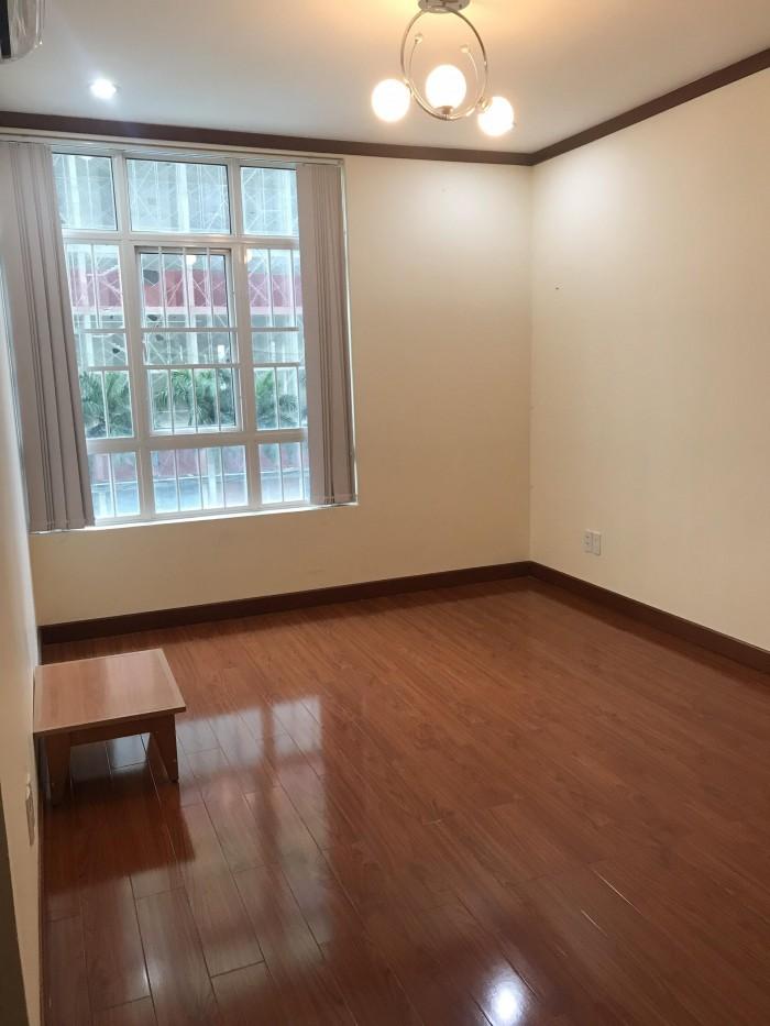 Cần cho thuê căn hộ Giai Việt Q8, DT 150m2, 3pn