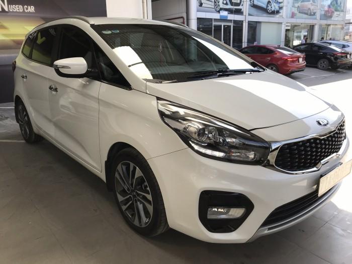 Bán Kia Rondo GAT 2.0AT màu trắng số tự động sản xuất 2017 biển tỉnh đi 20.000km mẫu mới