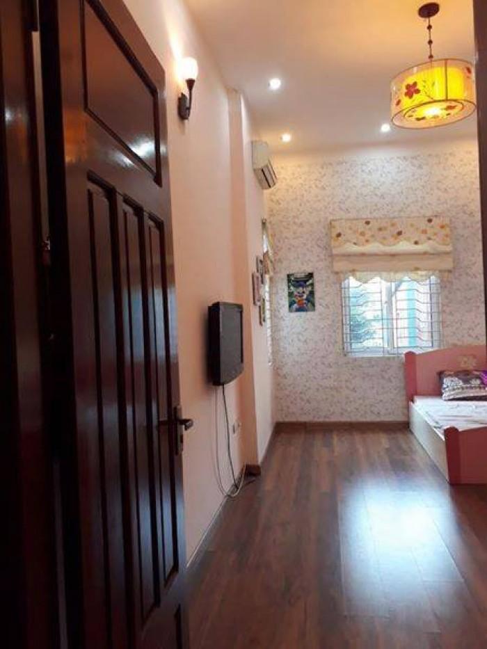 Tôi cần bán nhà phố Nguyễn Trãi DT 50 M2 ,5Tầng, MT 4M