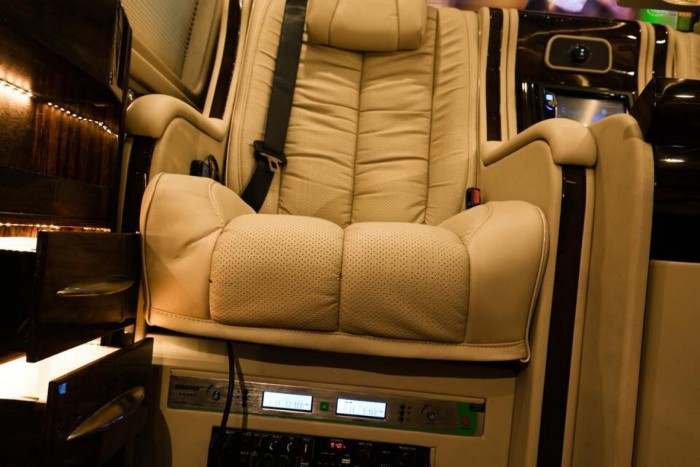 Ford Transit Limousine VIP 2019 trả trước 400 triệu giao luôn xe tại Ford Gia Định