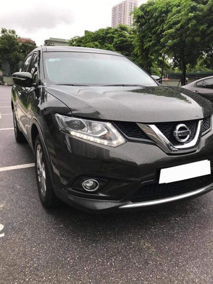 Cần bán gấp Nissan Xtrail  2017 ,đăng kí 4/2018,số tự động màu đen