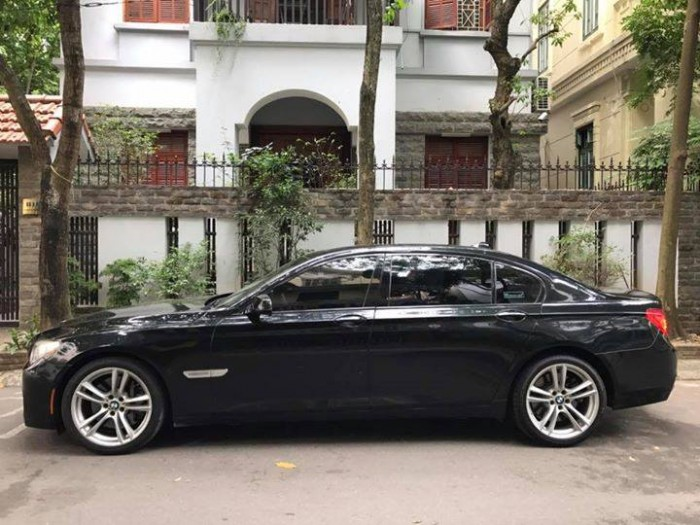Gia đình cần bán BMW 750LI, sx2010, màu đen víp