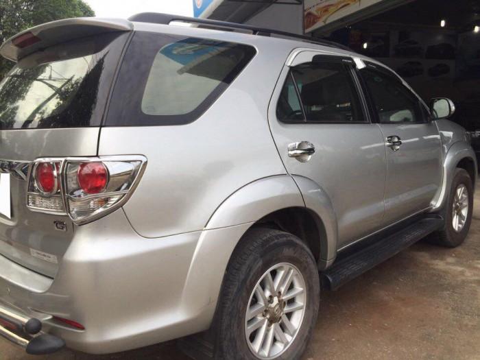 Cần bán gấp Toyota  Fortuner 2014 số sàn máy dầu, màu bạc