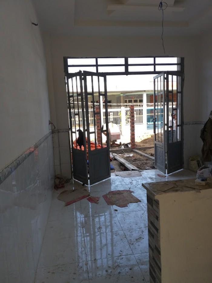Bán nhà mới xây trệt, lầu 64m2, Xã Long Thượng, gần Ngã Ba Tân Kim