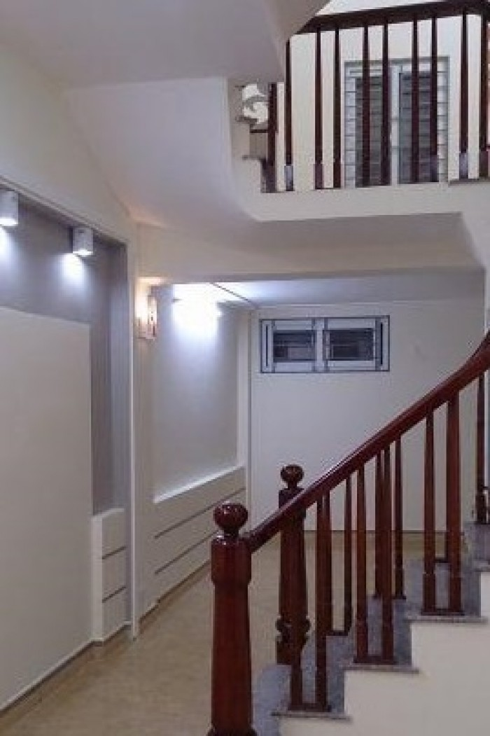 Nhà Tả Thanh Oai 32m2, 4 tầng, 4 phòng ngủ, đầy đủ tiện nghi, vị trí đẹp, ô tô đỗ 30m.
