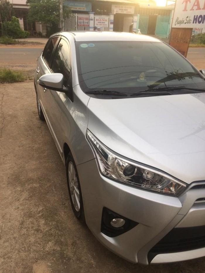 Bán Toyota Yaris 2014 đk 2015 nhập thái màu bạc xe còn rất đẹp