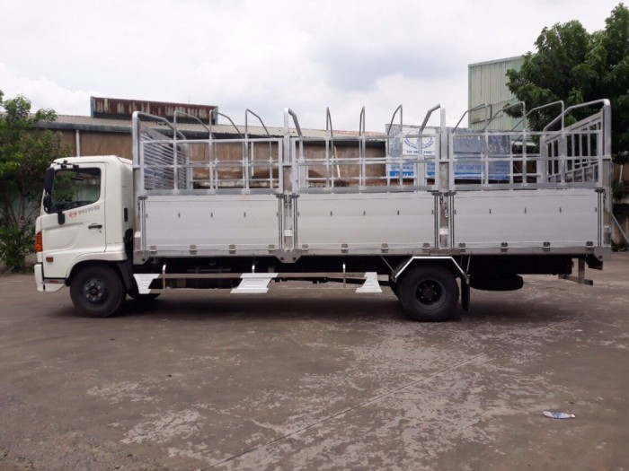 Xe tải Hino FC 6t2 thùng mui bạt, trả trước 200 triệu giao luôn xe