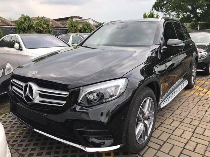 Bán Mercedes-Benz GLC300 Đen/nâu , giao ngay trong ngày