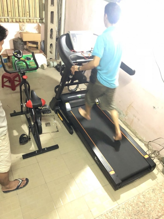 Khách hàng Kteed thử  máy chạy gia đình2