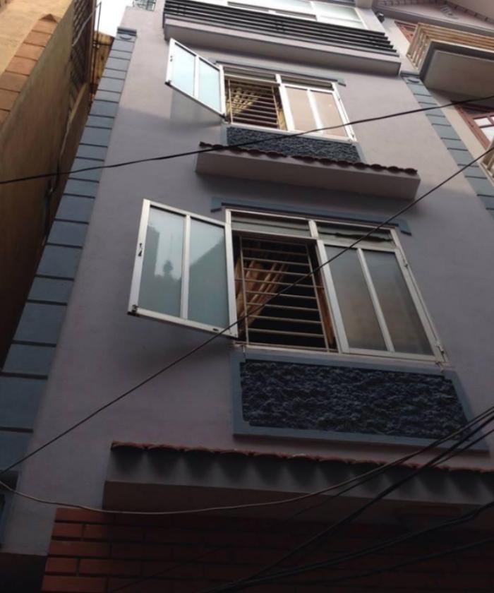 Bán nhà riêng đẹp phố Thái Thịnh vào ở luôn. DT: 35 m2.