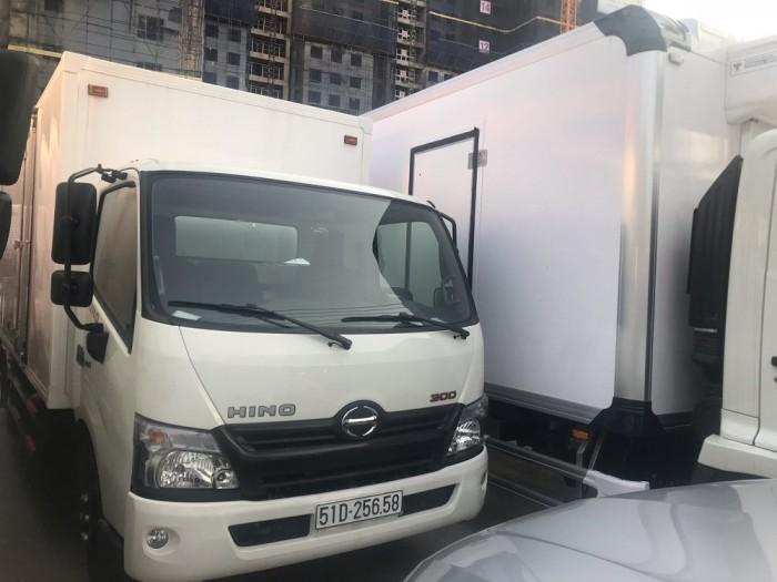 Xe tải Hino 16 tấn thùng đông lạnh 4