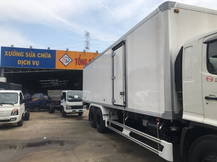 Xe tải Hino 16 tấn thùng đông lạnh 2