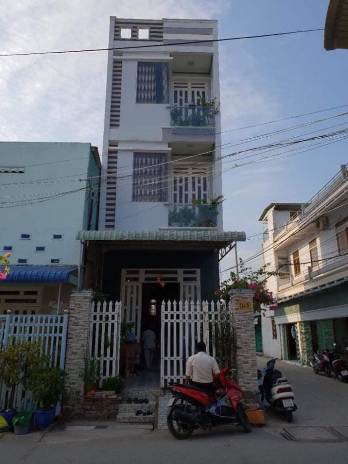 Bán nhà 1 trệt 2 lầu góc 2 mặt tiền hẻm 244 đường cách mạng tháng 8