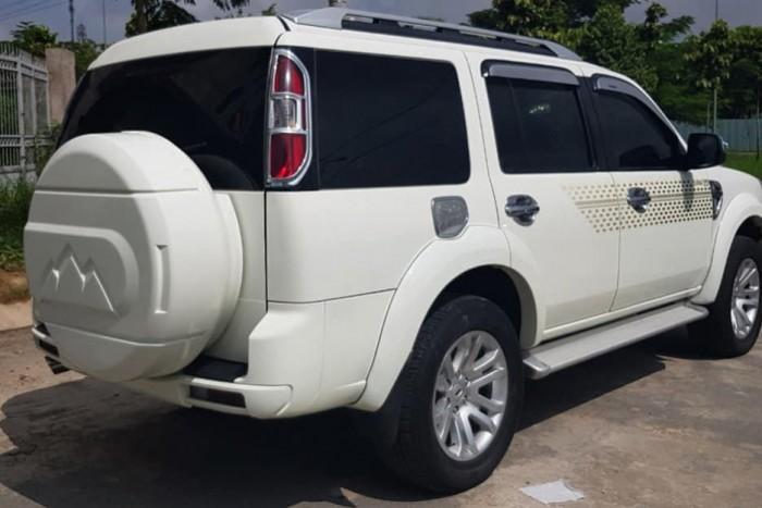 Cần tiền bán ford Everest 2014, số sàn, máy dầu, màu trắng.