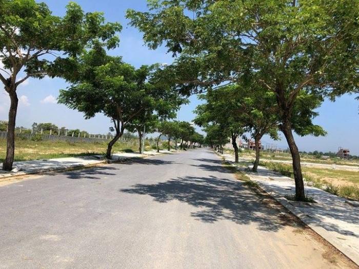 Bán lô đất nằm ngay trục đường một hướng thông ra biển và một hướng thông qua khu đô thị FPT city