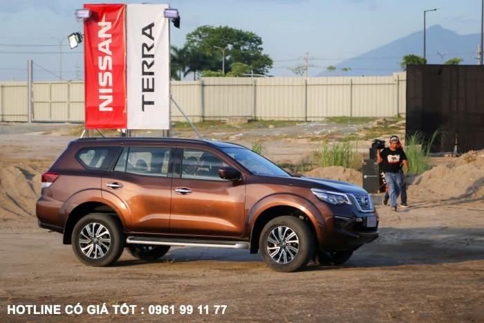 Bán Nissan Terra E Nhập Khẩu 100% Thái Lan giá chỉ 948tr giao xe ngay