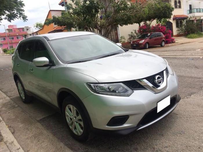 Cần bán gấp xe Nissan Xtrail 2017 màu bạc số tự động