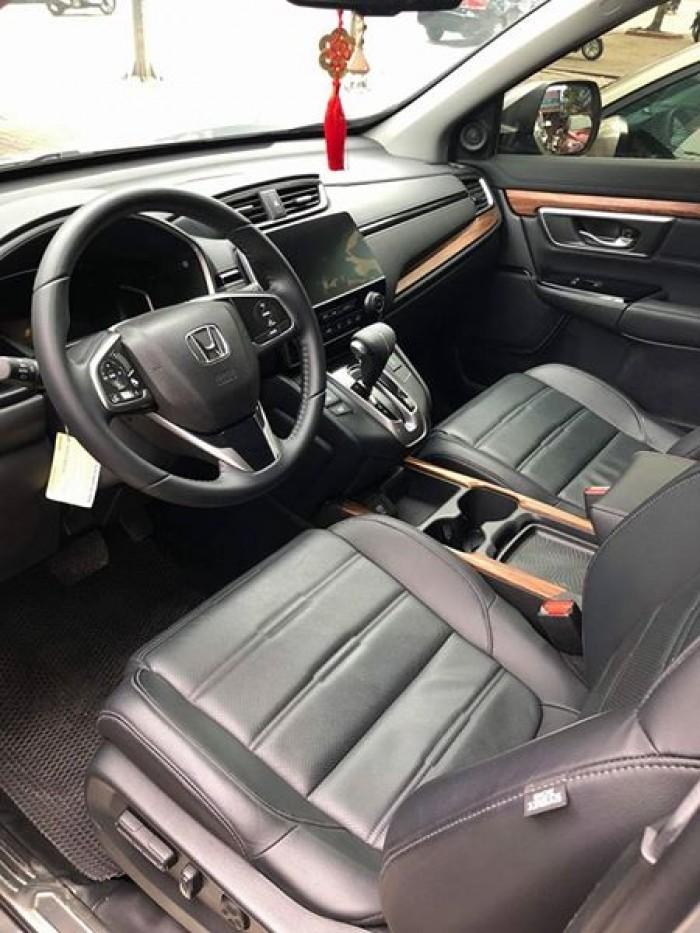 Gia đình cần bán Honda CRV, sx: 5/2018. dòng xe 7 chổ, màu bạc