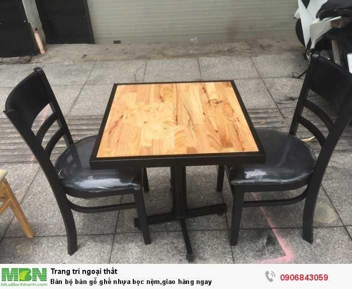 Bán bộ bàn gỗ ghế nhựa bọc nệm,giao hàng ngay0