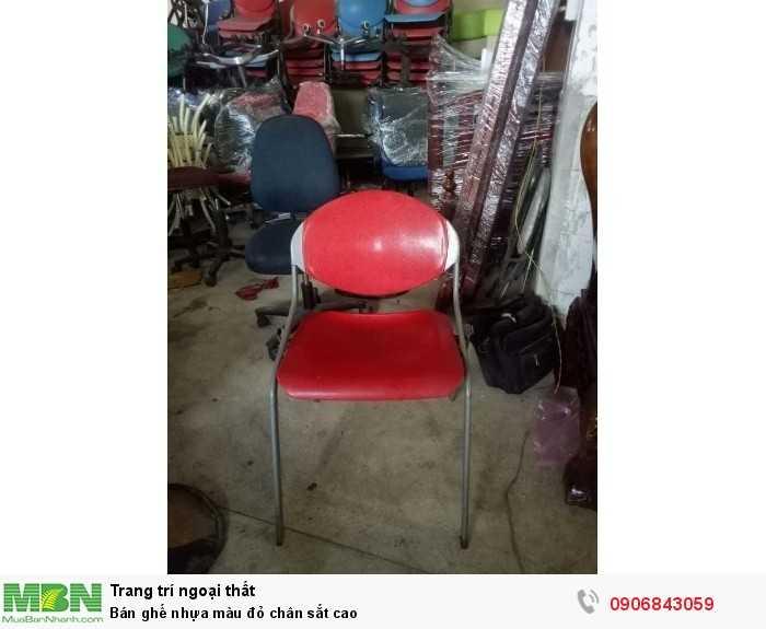 Bán ghế nhựa màu đỏ chân sắt cao0