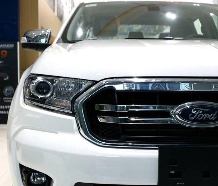 Ford Ranger XLT 2.2L 2 cầu 4x4, số sàn, màu trắng, trả trước 200 triệu xe giao ngay tại Ford Gia Định