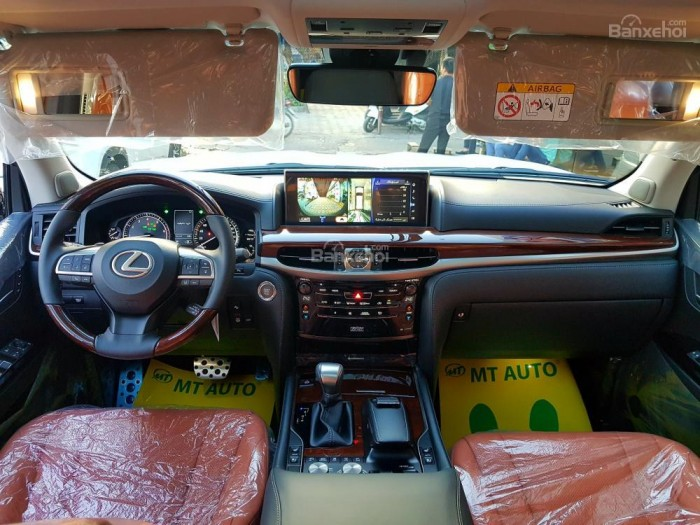 Bán xe Lexus LX 570S SuperSport đời 2018, màu vàng cát , nhập khẩu Trung Đông nguyên chiếc.