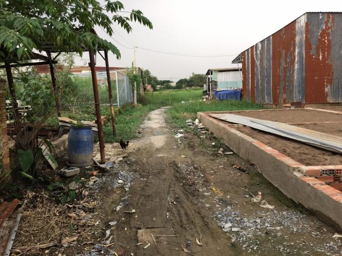 Chính chủ sang lại nền đất mặt tiền Kinh Trung Ương gần Ủy Ban Vĩnh Lộc B