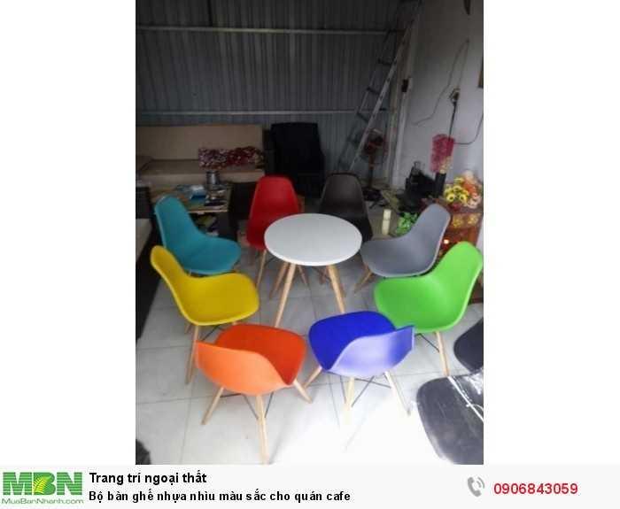 Bộ bàn ghế nhựa nhìu màu sắc cho quán cafe0