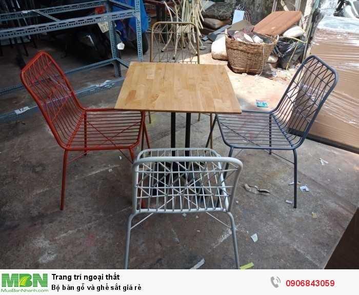 Bộ bàn gỗ và ghế sắt  giá rẻ0