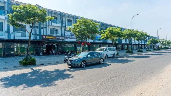 Chính chủ đi nước ngoài cần sang lại căn nhà phố 3 tầng quận Sơn Trà, cạnh khách sạn Goleden Bay