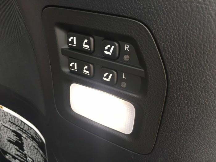 Bán ô tô Lexus LX 570 sản xuất năm 2018, màu đen, nhập khẩu Mỹ nguyên chiếc 18