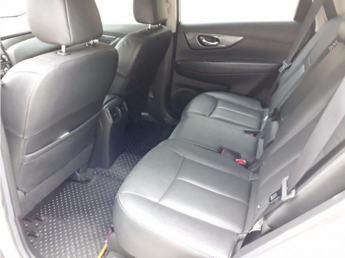 Bán xe Nissan X-Trail 2017 đk 2018 số tự động màu trắng bản full nút đề 4