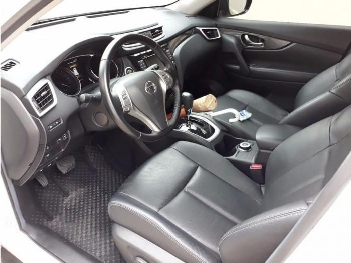 Bán xe Nissan X-Trail 2017 đk 2018 số tự động màu trắng bản full nút đề 6