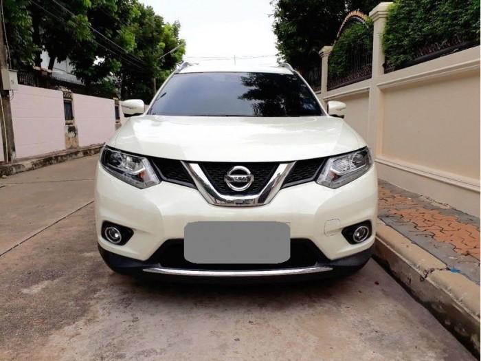 Bán xe Nissan X-Trail 2017 đk 2018 số tự động màu trắng bản full nút đề