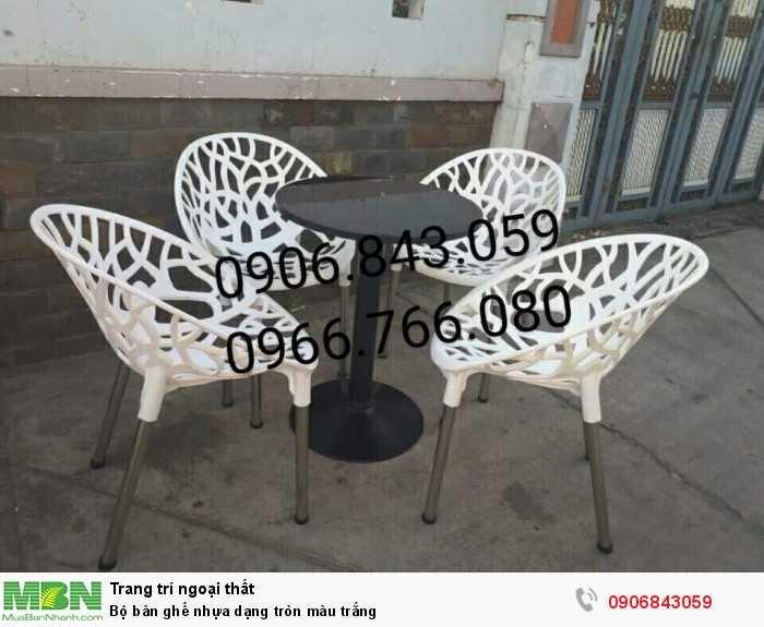 Bộ bàn ghế nhựa dạng tròn màu trắng0